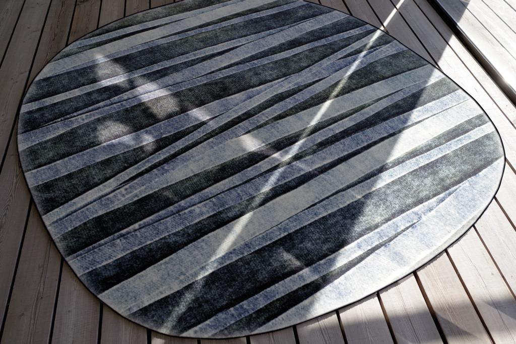 Un tappeto della collezione Moving Forest nel formato Ultranative