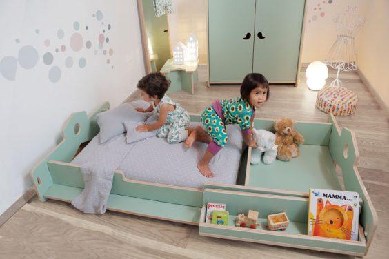 """Letto """"Nanni"""": con l'elemento divisorio si ottiene un lettino+contenitore. Eliminando il divisorio si ottiene un letto singolo."""