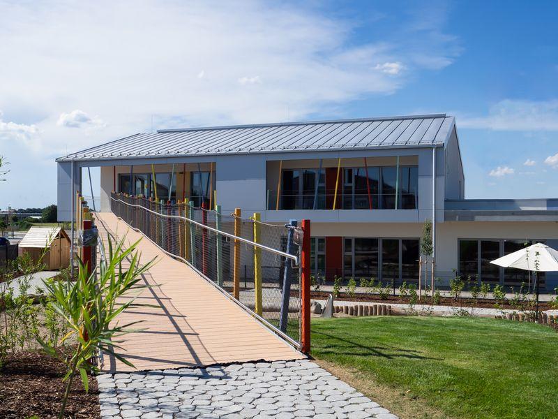 Esterni dell'asilo progettato da Degle.Degle in Baviera