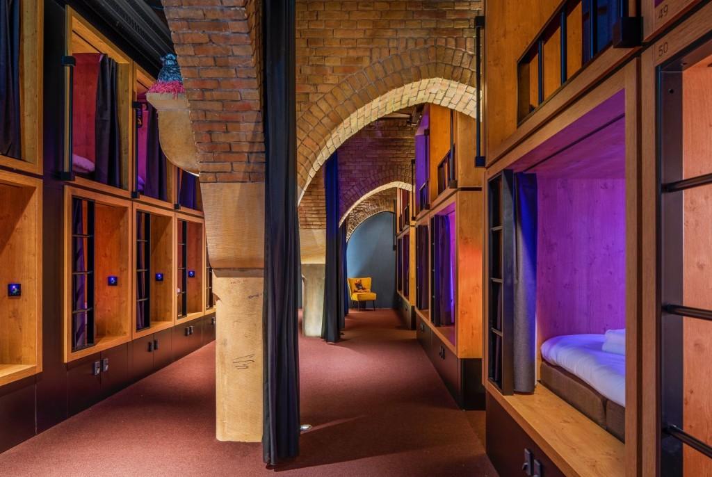 I bunk sono cuccette private dove dormire confortevolmente a un prezzo basso